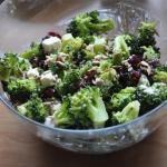 Salatka brokulowa z feta,...