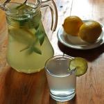 Lemoniada z limonka i mie...