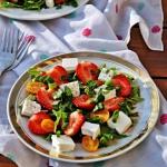 Salatka z truskawkami i s...