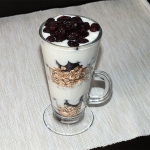 Jogurt, zurawina i platki...