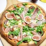Pizza z serem plesniowym,...