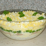 Salatka warstwowa z tuncz...