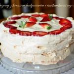 Tort bezowy z kremem...