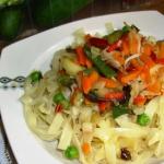 Makaron z warzywami na sp...
