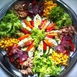 Kolorowa salatka na impre...
