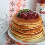 Pancakes jogurtowe z dzem...