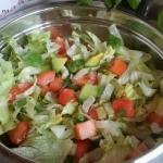 Salata lodowa z awokado i...
