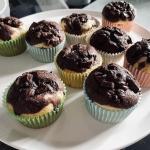 Czarno-białe muffinki