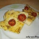 Focaccia z pomidorkami...