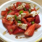 Salatka z truskawek i pom...