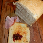 Chleb tostowy z maszyny...