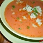 Zupa pomidorowa z szarymi...
