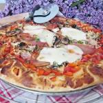 Pizza z mozzarellą i...