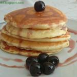 Pancakes z syropem wisnio...
