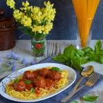 Spaghetti z pulpecikami w...