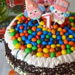 Wisniowy tort na 1 urodzi...