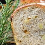 Chleb z pieczonymi ziemni...