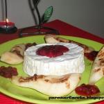 Camembert z gruszkami z...