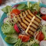 Salatka z grillowanym tof...