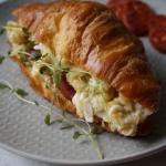 Croissant z jajecznica i ...