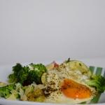 jajko sadzone na warzywac...