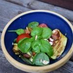 Salatka z bazylia, migdal...