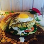 Hamburger drobiowy z jajk...