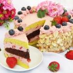 Tort truskawkowy z...