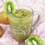 Zielony koktajl z kiwi, g...