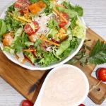 Salatka z pikantnym kurcz...