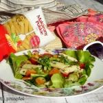 Salatka z cukinia i makar...