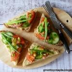 FIT kanapka z hummusem