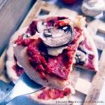 Pizza orkiszowa z sosem...