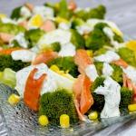 Salatka z brokulem i wedz...
