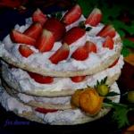 Tort truskawkowy na...