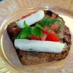 Bruschetta z kozim serem