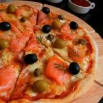 Domowa Pizza z Trzema Ser...