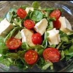 Salatka z serem camembert...