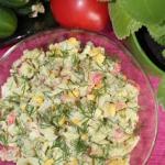 Salatka z surimi, kornisz...