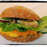 Domowy rybny burger z kar...