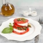 Wieza z pomidorow i mozza...