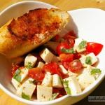 Salatka z mozzarella i gr...