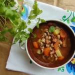 Warzywna zupa z czarnym...