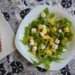 Salatka z serem feta i ma...