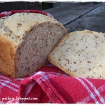 Chleb wieloziarnisty na m...