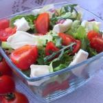 Salatka z rukola i camemb...