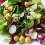 Mix sałat z warzywami,...