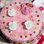 Różowy tort z...