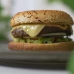 Burger z sosem kebab gyro...