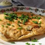 Omlet z anchois, zielonym...